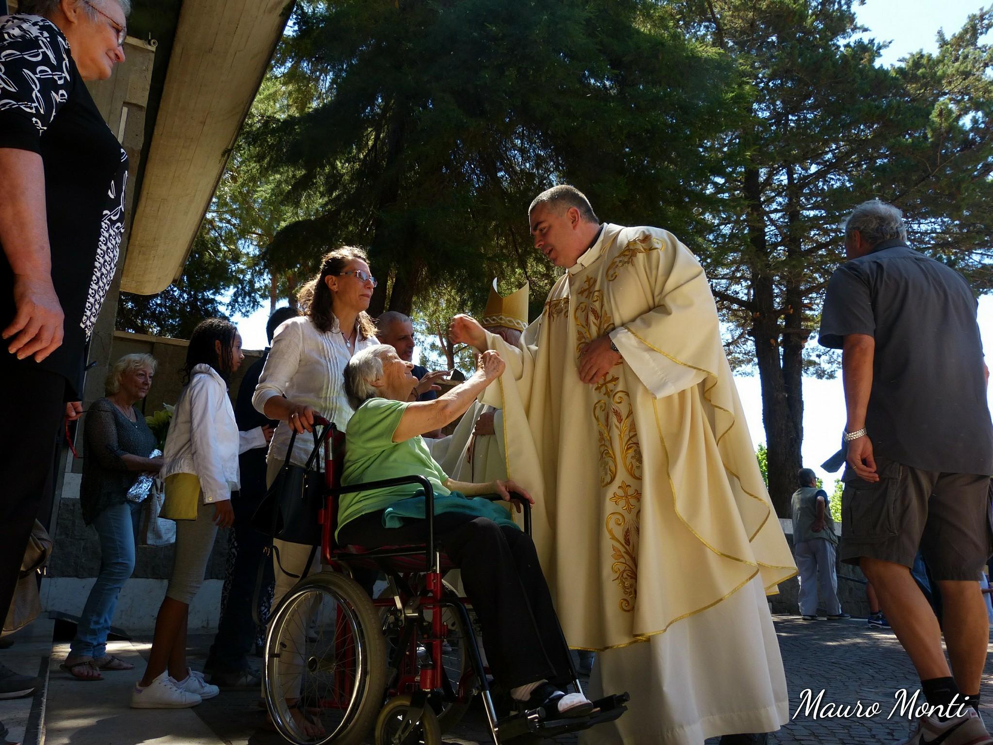 18768300_Celebrazione eucaristica. Preside S.E.R. Mon Antonio Santarsiero vescovo di Houcho - Lima Perù_7166613001648881311_o