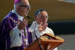 Mons Ruzza benedice i presepi